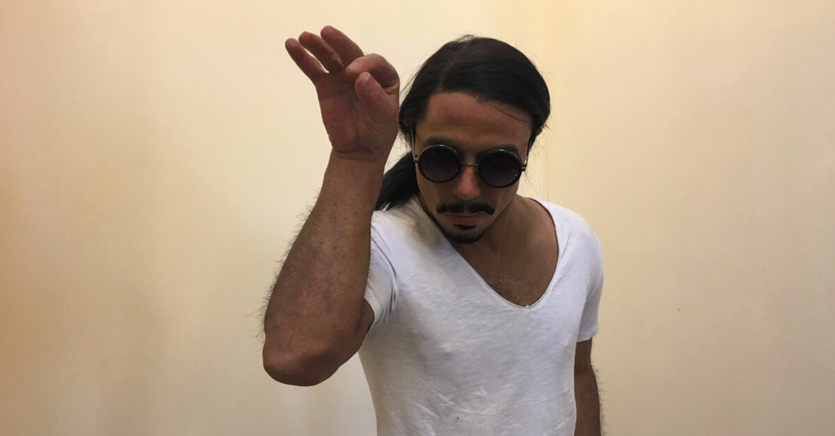 salt bae sprinkling of cash